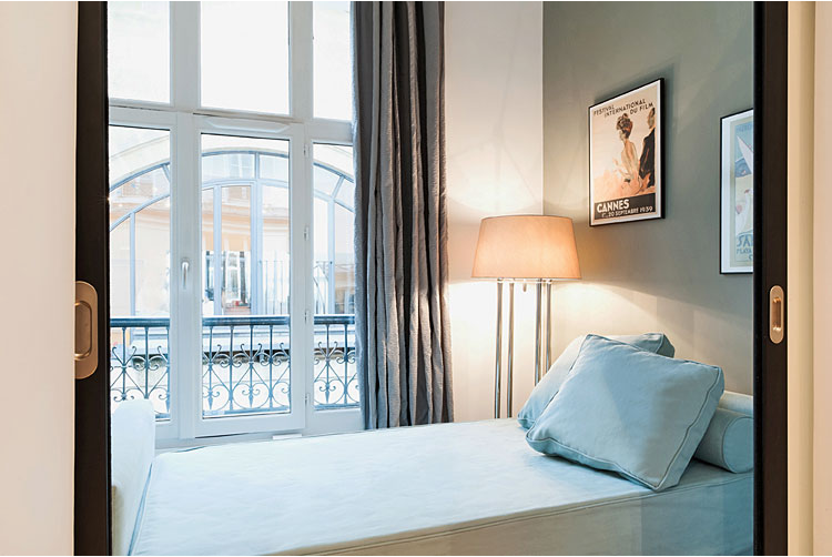 vacationrentalparis paris summer summerhome summerflat rent bedandbreakfast affordable flat bright minimal interiors.png